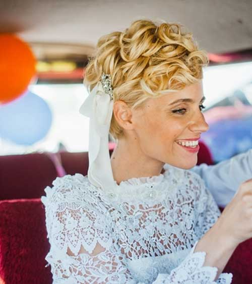 Beautiful Short Curly Hairstyles for Weddings