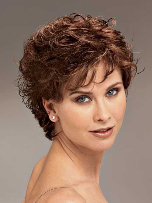 Short Cute Voluminous Layered Hairstyles for Round Face