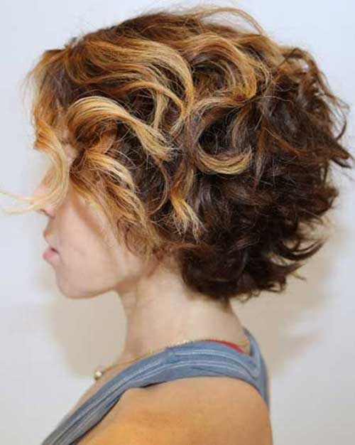 Cute Messy Chopped Wavy Hairdo