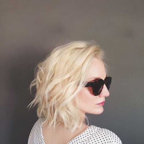 Short Blonde Hairstyles with Loose Wavy