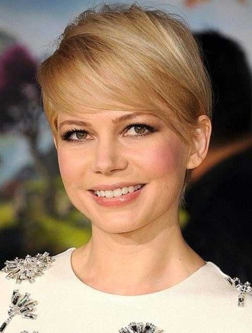 Michelle Williams Short Pixie Haircut with Side Apart