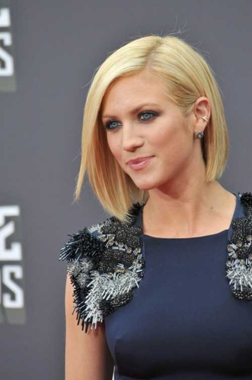 Symmetrical Blonde Bob Hairstyles