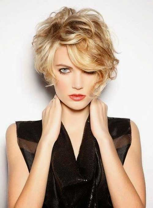 Messy Wavy Blonde Hairstyles for Girls