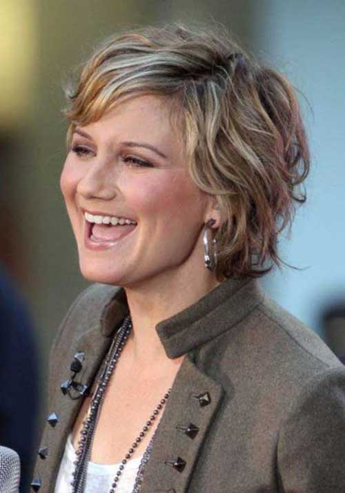 Casual Wavy Short Hairstyles for Women