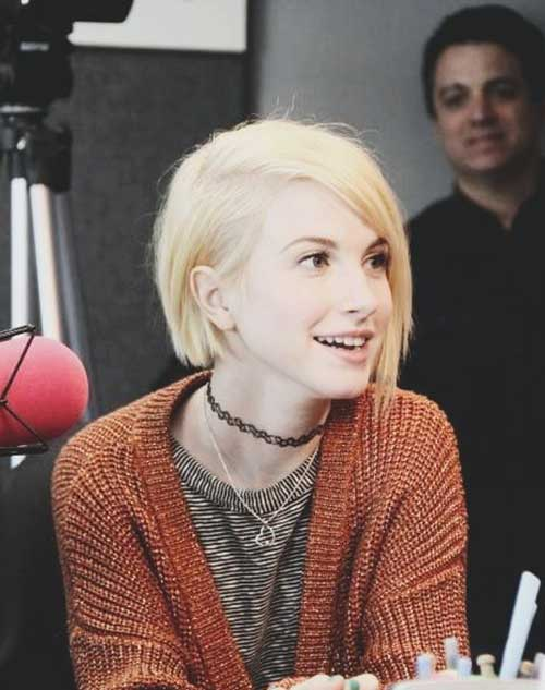Hayley Williams 2015 - Short Straight Haircutstyle for Women