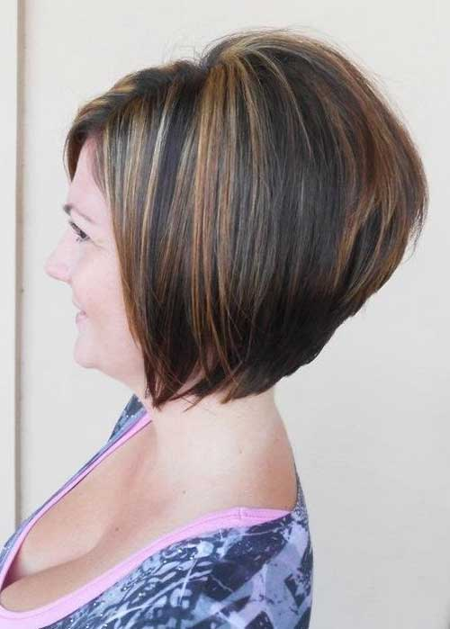 Casual Stacked Short Hair Idea for Women Over 40