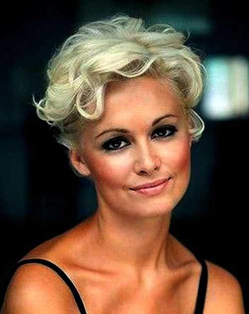 Short Hair Styles For Over 50-13