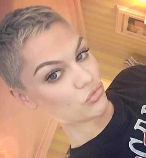 Short Hair Cuts for Women-9