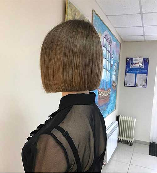 Short Straight Hairstyles - 23