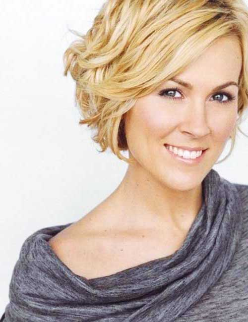 Short Wavy Blonde Bob Ideas