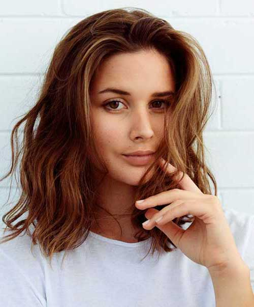 Wavy Short to Medium Hairstyles