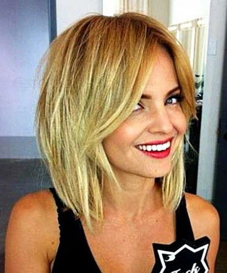 Layered Bob Style, Short Hair Medium Layered