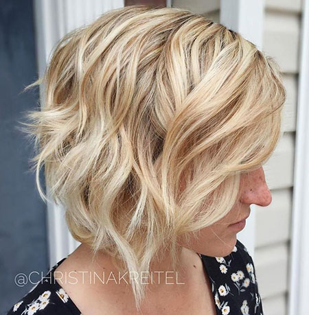 Wavy Blonde Layered Short