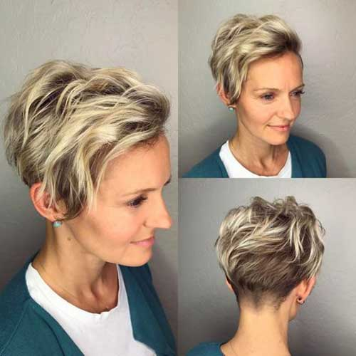 Short Wavy Blonde Hair-10