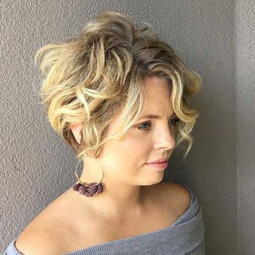 Short Wavy Blonde Hair-13