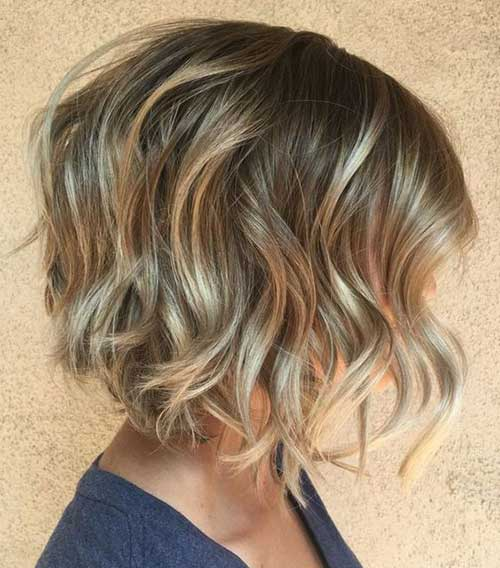 Short Wavy Blonde Hair-16