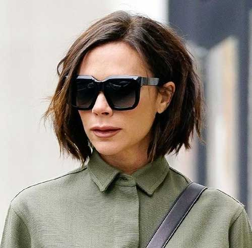 Victoria Beckham Short Hairstyles for Over 40-12