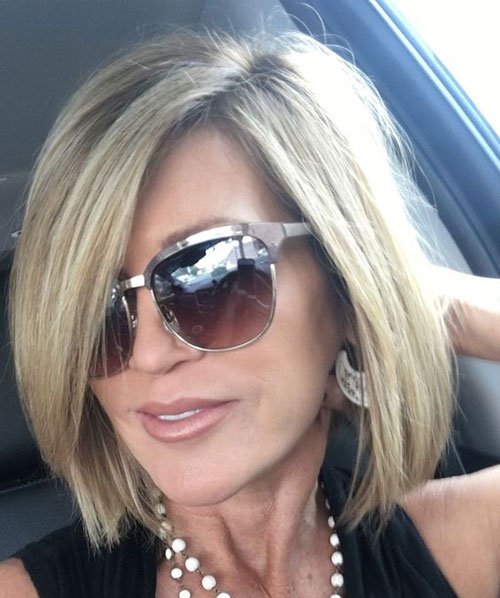 Short Mom Haircuts for Women with Fine Hair-14