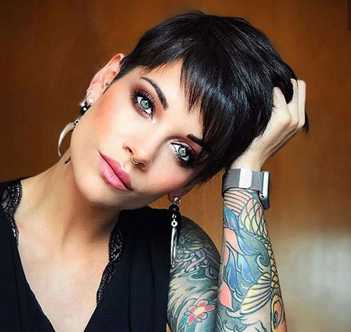 Short Pixie Haircuts for Women with Fine Hair-15