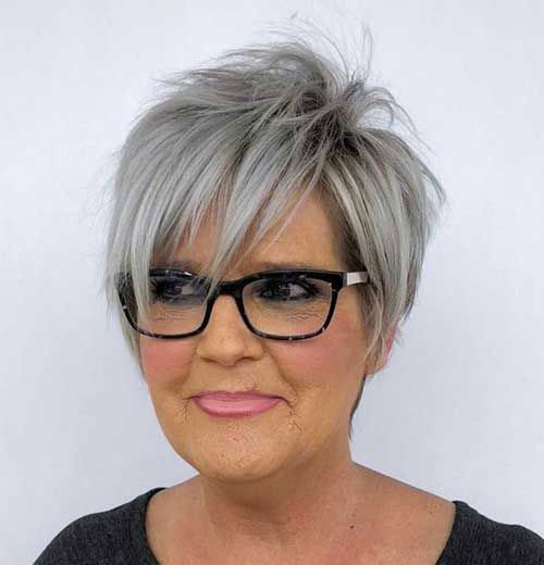 Over 50 Short Haircuts for Women with Fine Hair-6