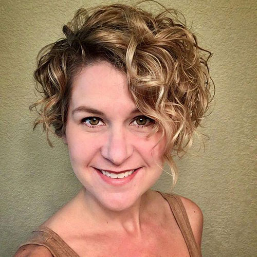 Asymmetrical Hairstyles for Short Curly Hair-6