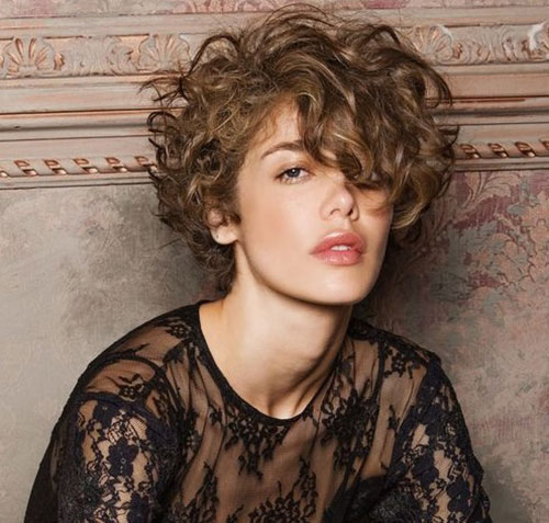 Stylish Hairstyles for Short Curly Hair-9